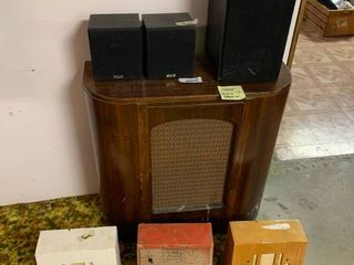 lot of 7 Vintage Stereo Speakers   Big Brown Speakers Work  Rest Are Untested