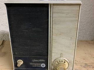 Vintage Westinghouse Space Maker Solid State AM Radio   Turns On