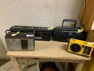 lot of 4 Vintage Radios Boomboxes   Some Have Issues