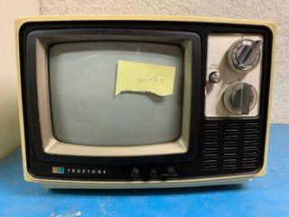 Vintage Truetone Television   Turns On