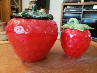 Lot of 2 Strawberry Containers | 5
