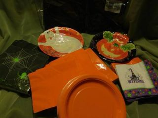 Serving Plates  Napkins  Paper Plates   Paper Tablecloth