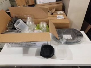 RANDOM lOT OF CONTAINERS AND lIDS