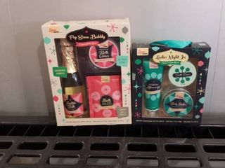 2 GIFT SETS OF lUXE MR BUBBlE ORIGINAl BUBBlE SCENT AND SWEET AND ClEAN SCENT