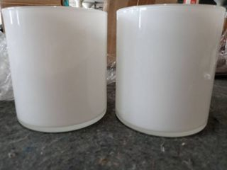 Set of 2 White 4 1 8  high glass