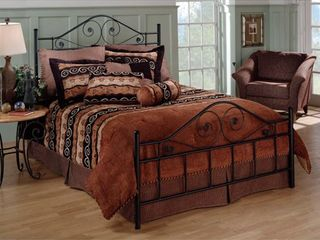 Hillsdale Harrison Queen Bed Set Rails not included  Retail 183 99