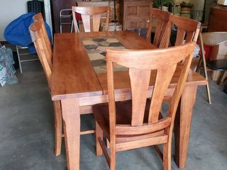 Beautiful Oak Dinning Wood Table   Moasaic Tile Center   Includes 6 Matching Sturdy Chairs
