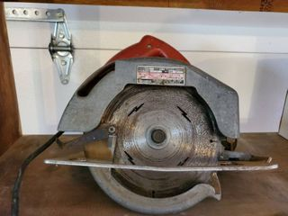 Milwaukee 7 1 4 Inch Circular Saw  Tested and Working