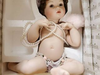 The Ashton Drake aGalleries  Pretty as a Picture  Collectible Doll