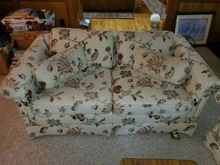 Ethan Allen Classics loveseat   Smoke Free   Pet Free   Has a Small Stain on Cushion