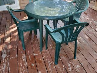 Green Patio Table with 4 Chairs