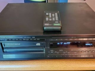 Yamaha Natural Sound Automatic CD Changer   CDC 610U  Tested and Working