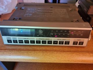 GE 7 4220 Arm Clock Appliance Outlet Radio  Tested and Working