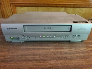 Emerson VHS Video Cassette Recorder   Powers On