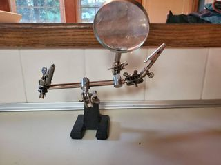 Table Top Magnifying Station with Clips