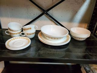 18 Piece Correll Dishes