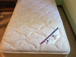 King Koil Posture Bond Twin Bed Mattress And Box Spring No Frame In Excellent Shape 77x38x21