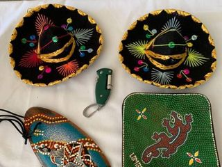 Souvenir lot Mini Sombreros Surfboard Ashtray location Shelf 4