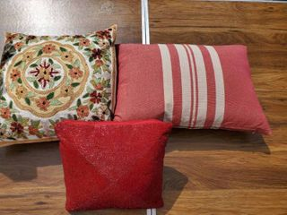 lot of 3 Decorative Pillows