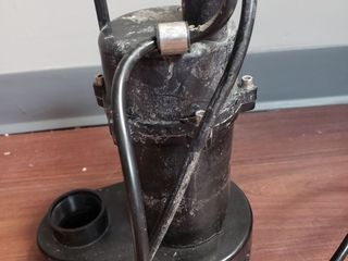 Utilitech Cast Aluminum Submersible Sump Pump 1 2 Hp 115v 55 Gpm