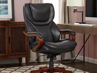 Executive Office Chair in Black Bonded leather   Serta