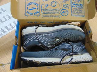 Brooks Ghost 12   Mens 10 2 Wide 2E