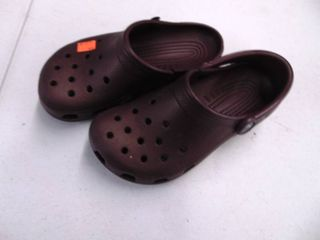 Crocs Mens Size 6 - Womens 4 - missing Strap and Torn