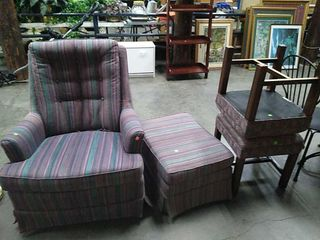 Arm Chair W/ Ottoman & 2 Stools