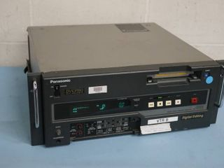 Panasonic DVCPRO DVC Pro Studio Digital Editing VCR Video Recorder Model AJ-D650