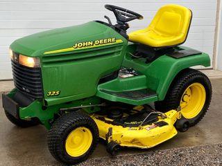 John Deere 325 Lawn Tractor