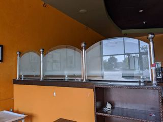 Glass Divider  Buyer Responsible For Removal