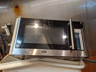 Oster Microwave OGG61101
