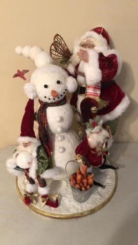 Mark Roberts ?Santa Building a Snowman? Figure