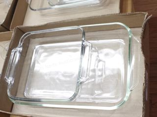 2 pyrex baking dishes