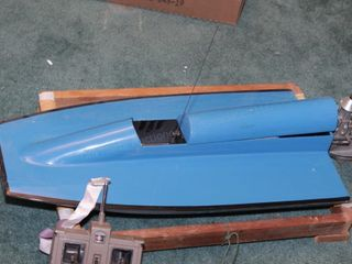 RC Racing boat (wood hull, RC fuel engine)
