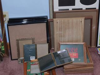 Wall decor - Assorted frames