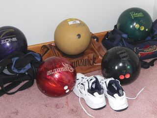 Bowling balls & bowling shoes (8)