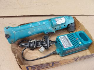 Makita 90 degree screwdriver 9.6v w/ charger