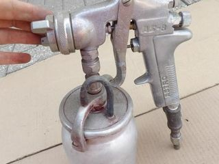 pair of pneumatic paint guns