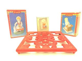 (3) Figurines and Pot Cooling Plate