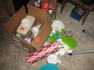 2 boxes coffee mugs   Tupperware