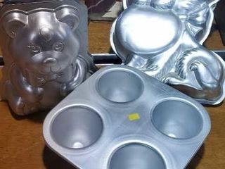 Wilton cake pans, set of 3