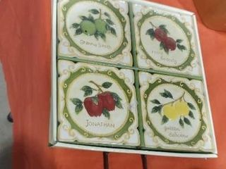 Miniature apple decorative plates with plate rack
