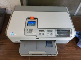 HP Printer  Tested and Powers On  Needs Cartrage