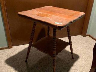Antique Oak lamp Table W  Spindle legs