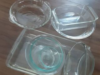 lot of 9 Piece Pyrex Kitchenware