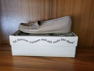 NIB SAS Womans loafer Size 10 N