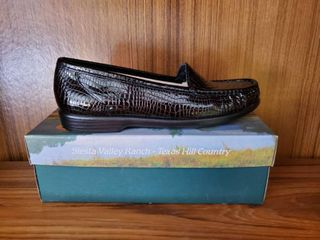 SAS 10 5 Womans Black Croc NIB
