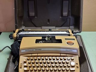 Retro Smith Corona Coronet Super 12 Typewriter  Test and Working Marvelously