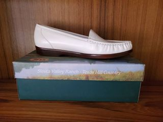 SAS White loafer Womans 10 5 N
